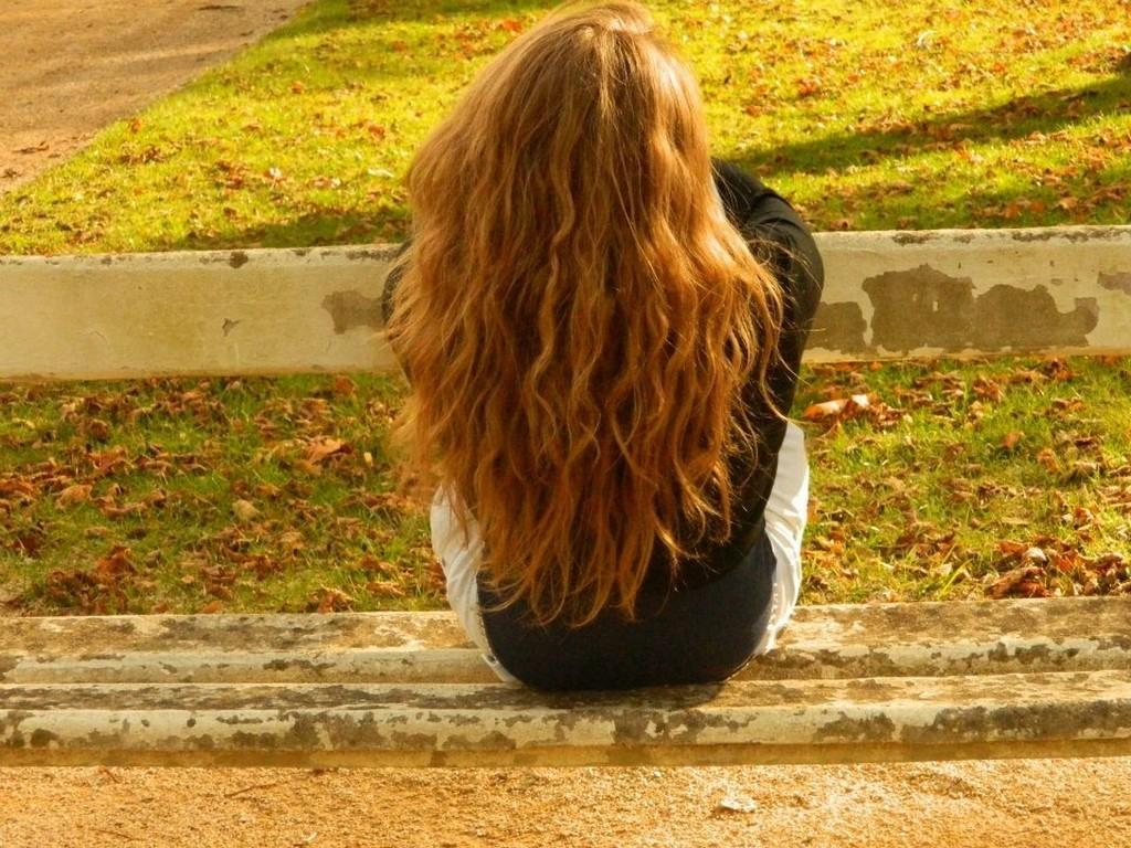 La-solitude-jeune fille de dos