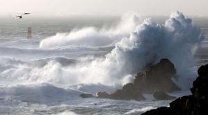 vagues mer agitée en Bretagne